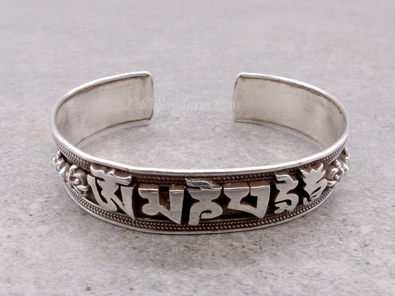bracelet argent om mani padme hum