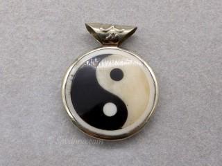P85 Pendentif Tibétain Yin Yang Yeux de Bouddha