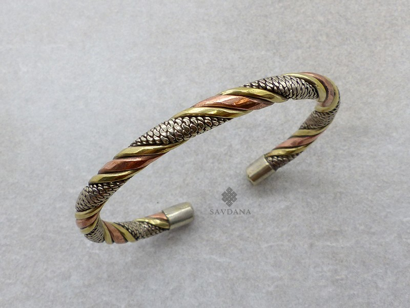 https://www.savdana.com/13284-thickbox_default/brd384-bracelet-tibetain-cuivre-laiton-metal-argente.jpg