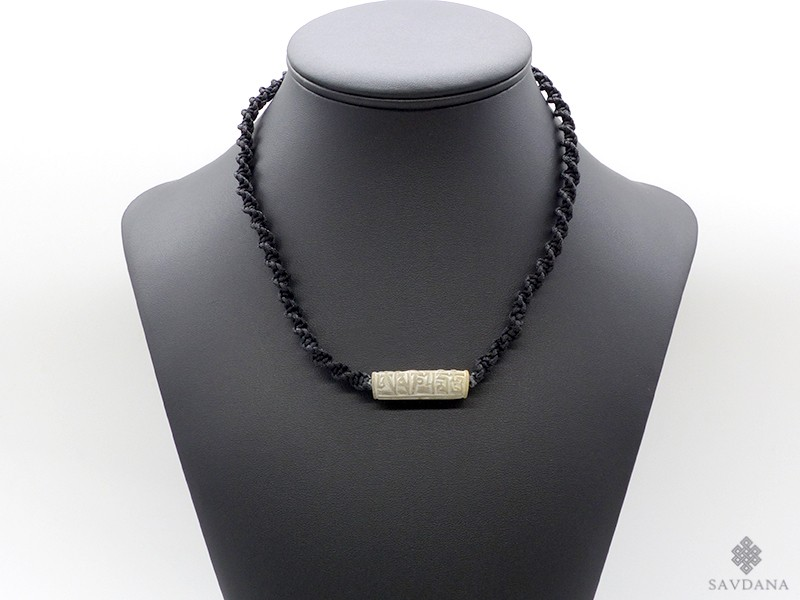 https://www.savdana.com/13518-thickbox_default/cd165-collier-tibetain-mantra-yeux-de-bouddha.jpg