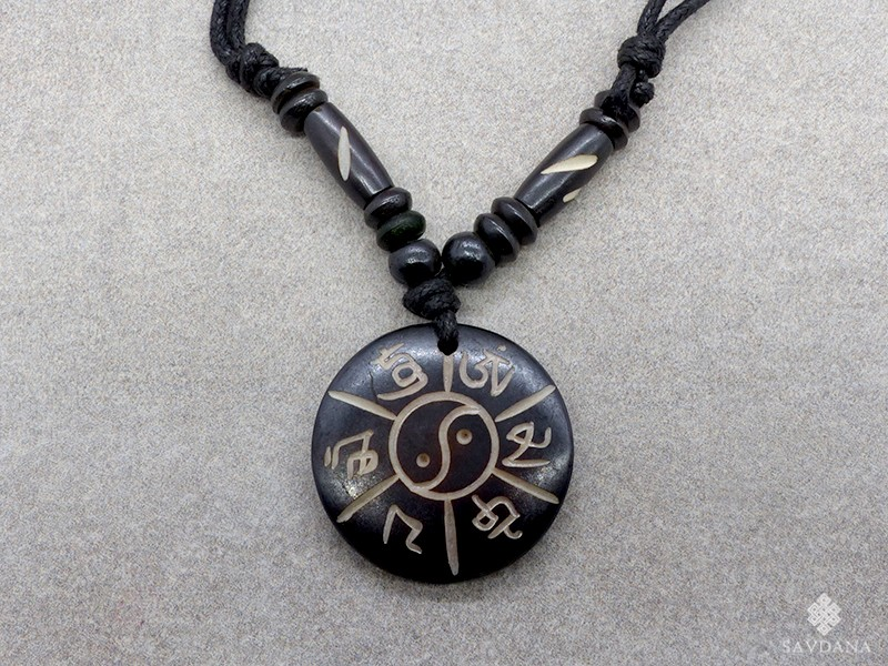 https://www.savdana.com/13635-thickbox_default/cd172-collier-tibetain-mantra-yin-yang.jpg