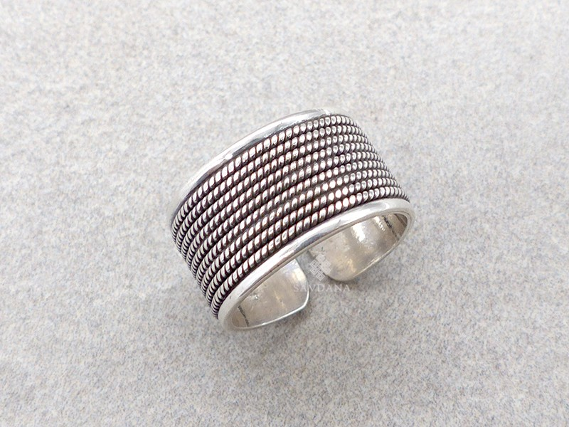 https://www.savdana.com/13830-thickbox_default/ba93-bague-tibetaine-argent-massif.jpg