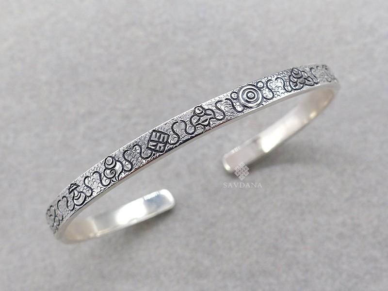 https://www.savdana.com/13888-thickbox_default/bra120-bracelet-tibetain-argent-massif-astamangala.jpg