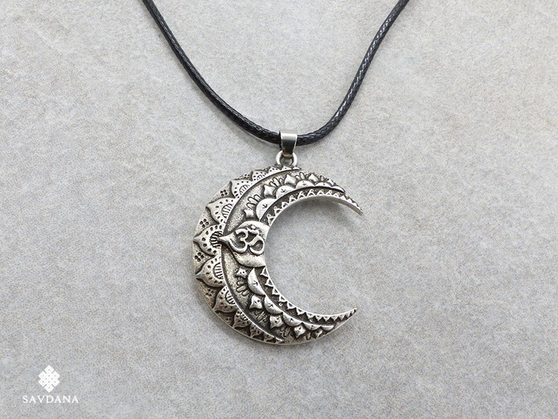 https://www.savdana.com/14427-thickbox_default/cd198-collier-tibetain-lune-om.jpg