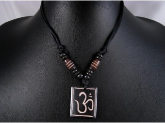 CD45 Collier Tibétain Om