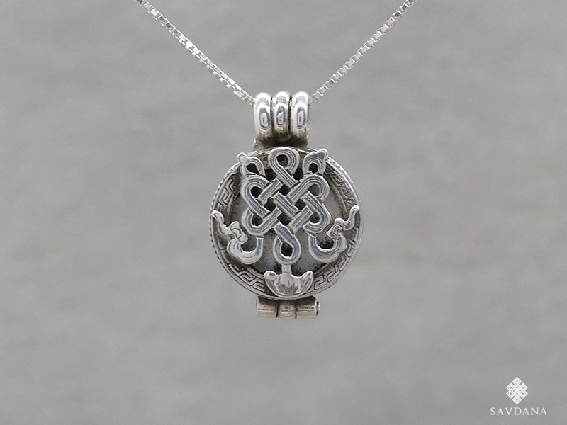 https://www.savdana.com/15262-thickbox_default/pa498-pendentif-amulette-ghau-argent-massif-noeud-sans-fin.jpg
