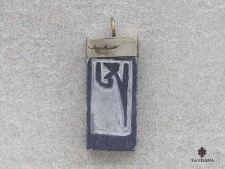 P104 Pendentif Tibétain Om Yeux de Bouddha