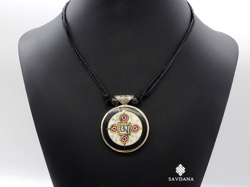 https://www.savdana.com/15967-thickbox_default/cd134-collier-tibetain-yin-yang-yeux-de-bouddha.jpg