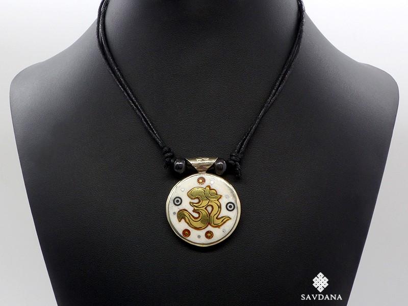 https://www.savdana.com/15974-thickbox_default/cd203-collier-tibetain-om-mantra.jpg
