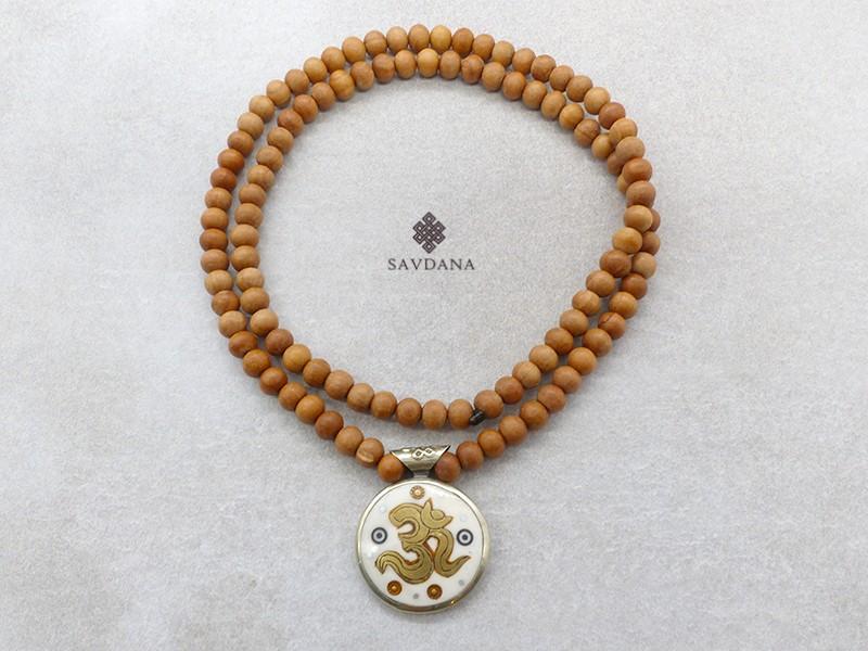 https://www.savdana.com/16017-thickbox_default/mala163-mala-de-prieres-tibetain-bois-de-santal-mantra-om.jpg
