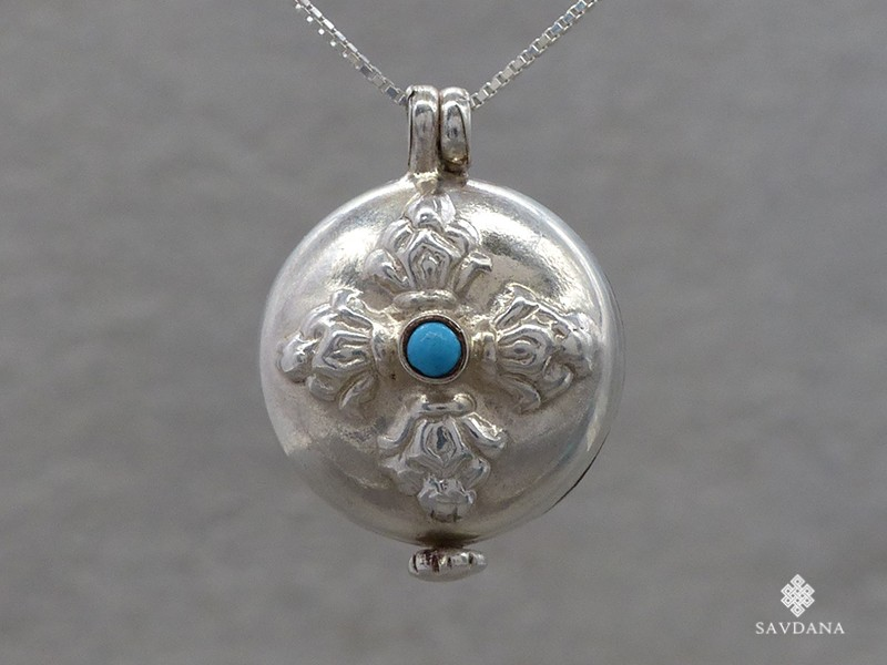 https://www.savdana.com/16626-thickbox_default/pa394-pendentif-amulette-ghau-argent-massif-dorje.jpg