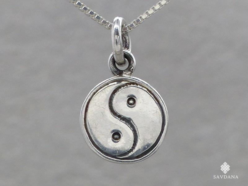https://www.savdana.com/16653-thickbox_default/pa443-petit-pendentif-charme-argent-massif-yin-yang.jpg