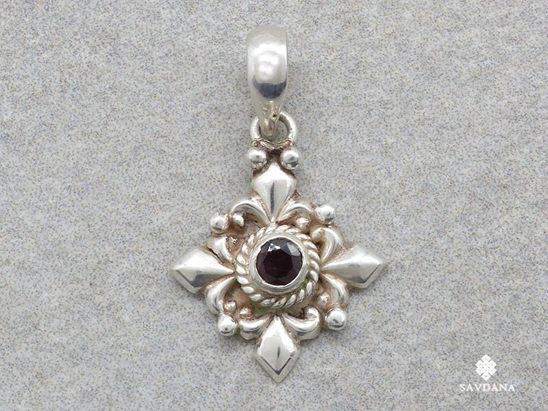 https://www.savdana.com/16871-thickbox_default/pa239-pendentif-argent-massif-grenat-bijou-argent-pendentif-lapis-lazuli-bijou-nepal-bijou-lapis.jpg