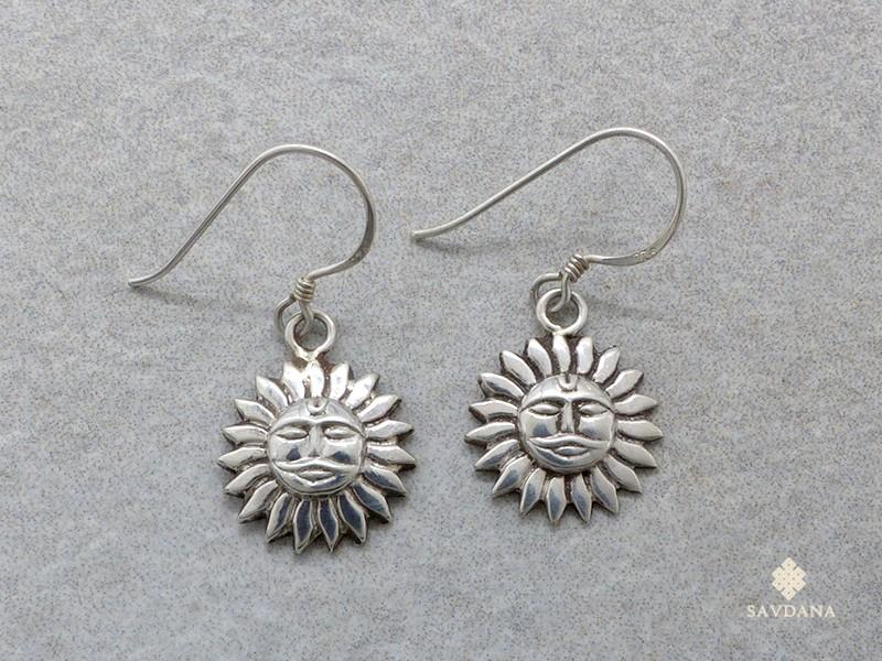 https://www.savdana.com/17048-thickbox_default/bdoa77-boucles-d-oreille-tibetaines-argent-massif-soleil.jpg