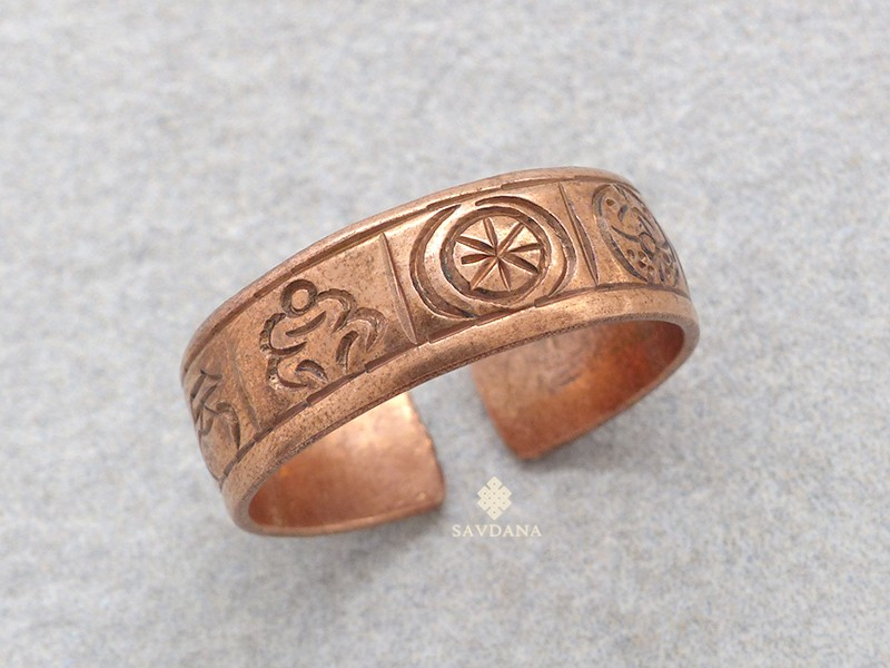 https://www.savdana.com/17204-thickbox_default/bgd74-bague-tibetaine-cuivre-signes-auspicieux.jpg