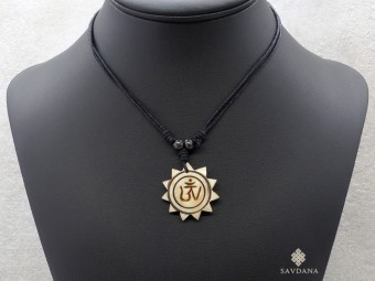 CD12 Collier Tibétain Om