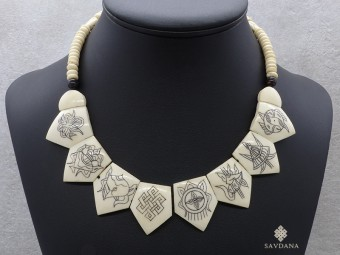 CD17 Collier Tibétain Astamangala