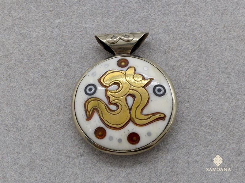 https://www.savdana.com/17508-thickbox_default/p69-pendentif-tibetain-om-mantra-noeud-sans-fin.jpg