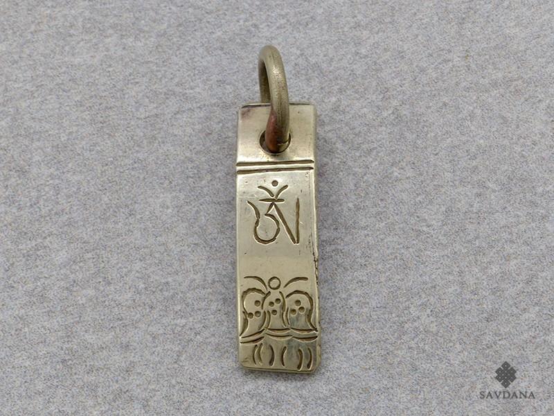 https://www.savdana.com/17523-thickbox_default/p76-pendentif-tibetain-om.jpg