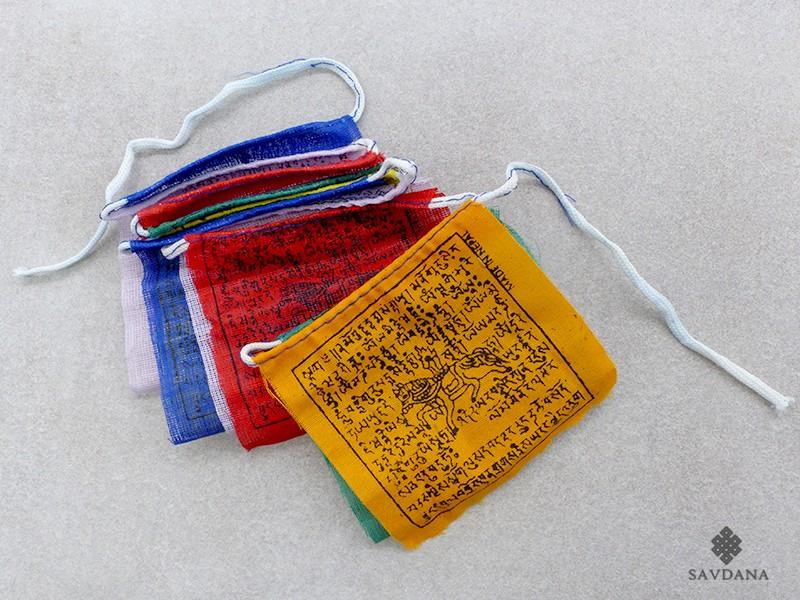 https://www.savdana.com/17683-thickbox_default/dp05-drapeaux-de-prieres-tibetains.jpg