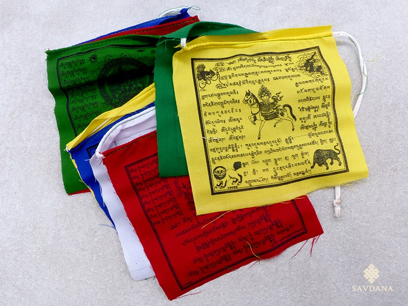 https://www.savdana.com/17685-thickbox_default/dp09-drapeaux-de-prieres-tibetains.jpg