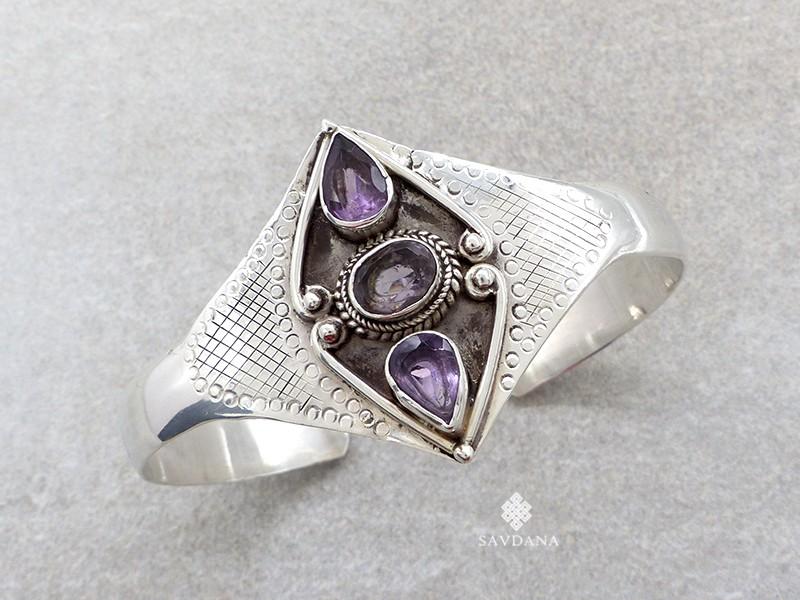 https://www.savdana.com/18957-thickbox_default/bra56-bracelet-argent-massif-amethyste.jpg