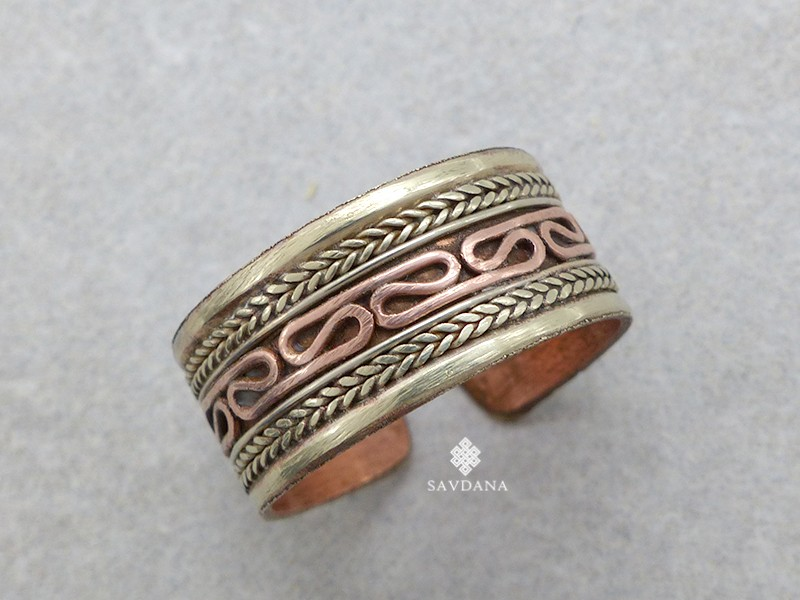 https://www.savdana.com/19145-thickbox_default/bgd98-bague-tibetaine-cuivre-laiton-metal-argente.jpg