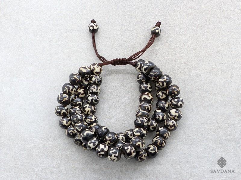 https://www.savdana.com/19213-thickbox_default/brmala21-bracelet-mala-de-prieres-tibetain-om-os-de-buffle.jpg