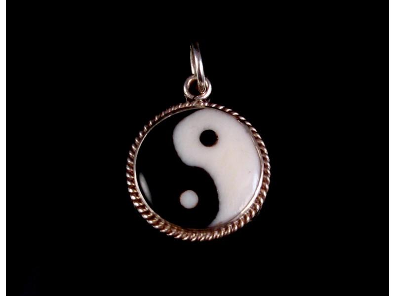 https://www.savdana.com/200-thickbox_default/pa174-pendentif-argent-massif-yin-yang-os-et-corne-de-buffle-bijou-argent-bijou-bouddhiste-pendentif-bouddhiste.jpg