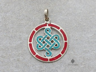 P110 Pendentif Tibétain Om Nœud Sans Fin