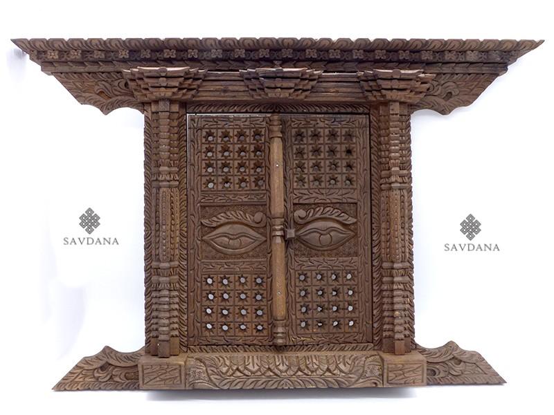 https://www.savdana.com/20537-thickbox_default/div100-porte-nepalaise-traditionnelle-yeux-de-bouddha.jpg