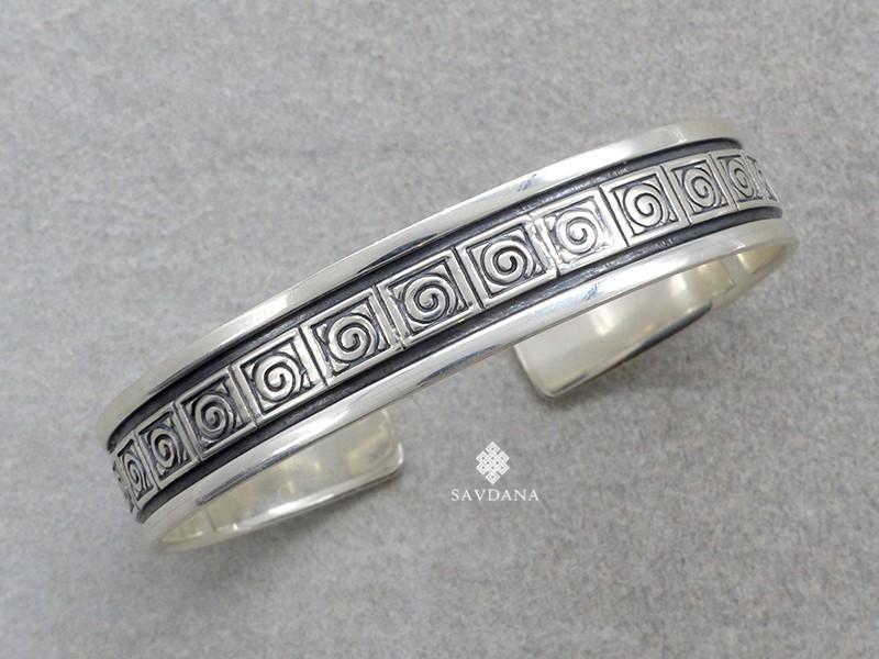 https://www.savdana.com/20701-thickbox_default/bra13-bracelet-tibetain-argent-massif.jpg