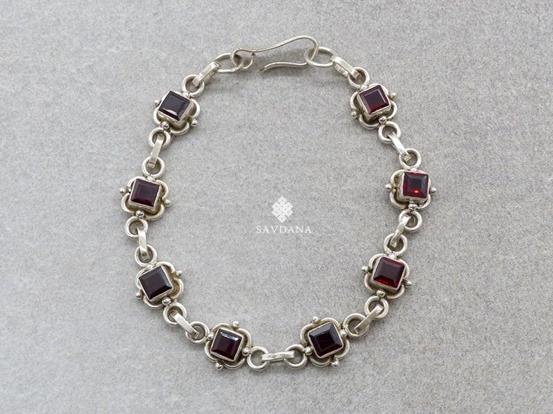 https://www.savdana.com/20711-thickbox_default/bra93-bracelet-argent-massif-grenat.jpg