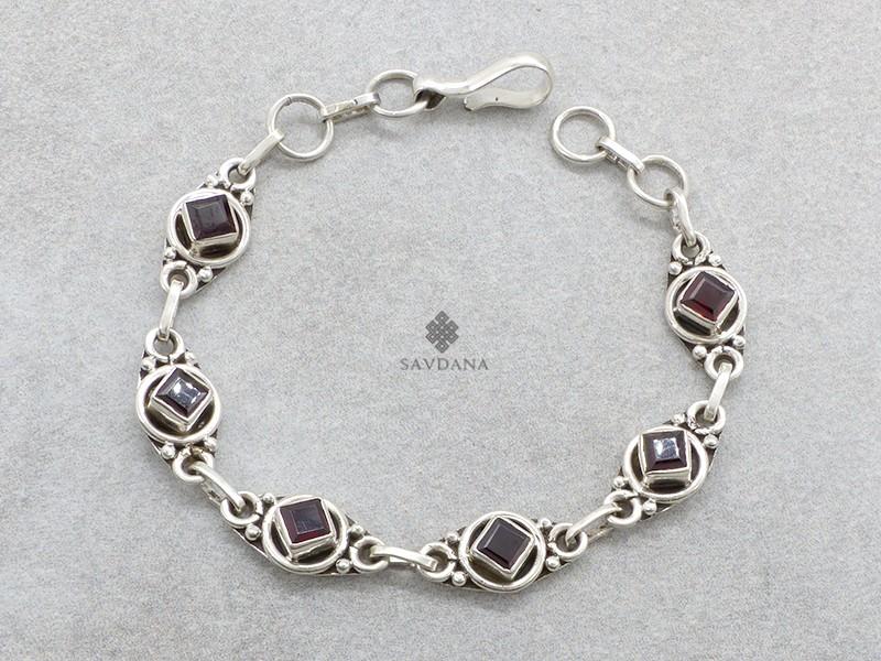 https://www.savdana.com/20750-thickbox_default/bra109-bracelet-argent-massif-grenat.jpg