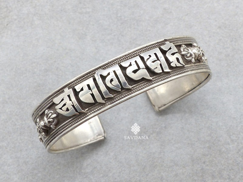 https://www.savdana.com/21388-thickbox_default/bra76-bracelet-tibetain-argent-massif-mantra-om-mani-padme-hum.jpg