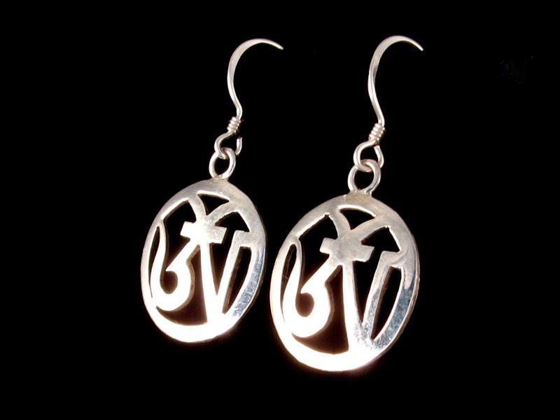 https://www.savdana.com/336-thickbox_default/bdoa145-boucles-d-oreille-tibetaines-argent-massif-om.jpg