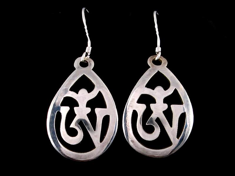 https://www.savdana.com/358-thickbox_default/bdoa153-boucles-d-oreille-tibetaines-argent-massif-om.jpg