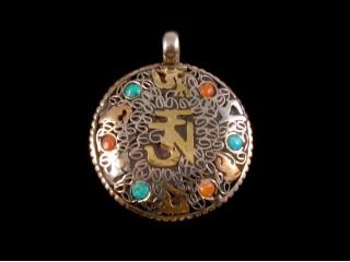 P06 Pendentif Tibétain Mantra Om