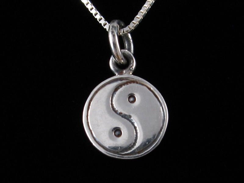 https://www.savdana.com/4628-thickbox_default/pa443-petit-pendentif-charme-argent-massif-yin-yang.jpg