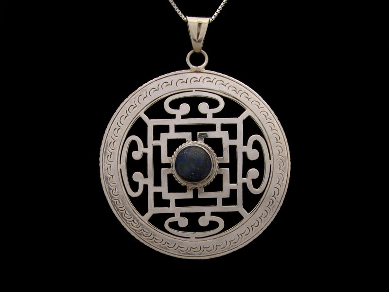https://www.savdana.com/509-thickbox_default/pa280-pendentif-argent-massif-mandala-lapis-lazuli-bijou-argent-bijou-bouddhiste-pendentif-bouddhiste-bijou-mandala.jpg