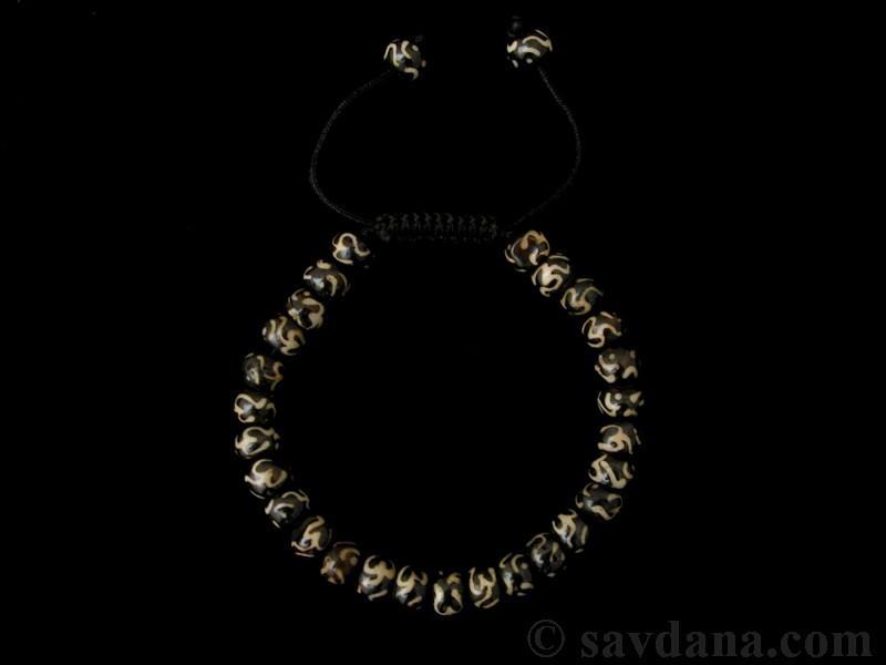 https://www.savdana.com/5208-thickbox_default/brmala354-bracelet-mala-de-prieres-tibetain-om-os-de-buffle.jpg