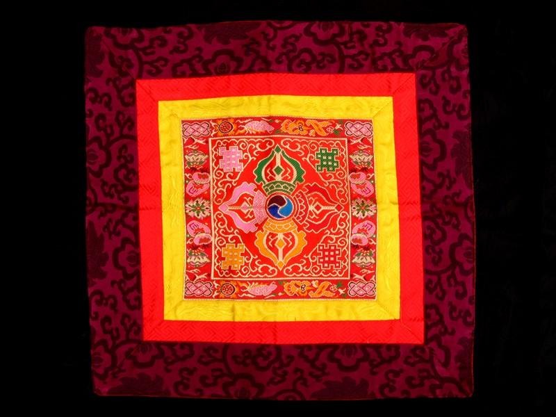 https://www.savdana.com/5264-thickbox_default/bb81-banniere-tibetaine-dorje-vajra.jpg