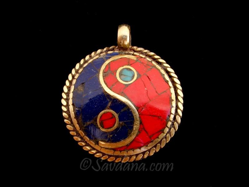 https://www.savdana.com/6584-thickbox_default/p75-pendentif-tibetain-yeux-de-bouddha-yin-yang.jpg