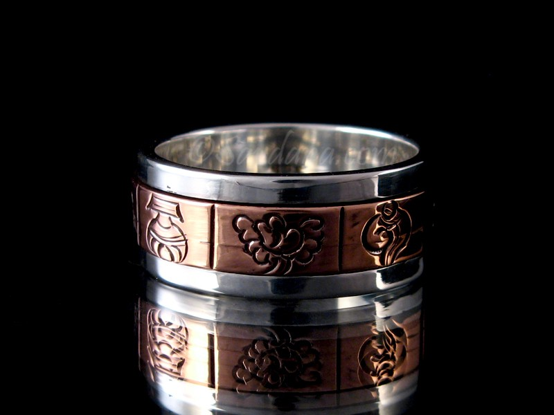 https://www.savdana.com/7002-thickbox_default/ba351-bague-tibetaine-en-argent-massif-cuivre-astamangala.jpg
