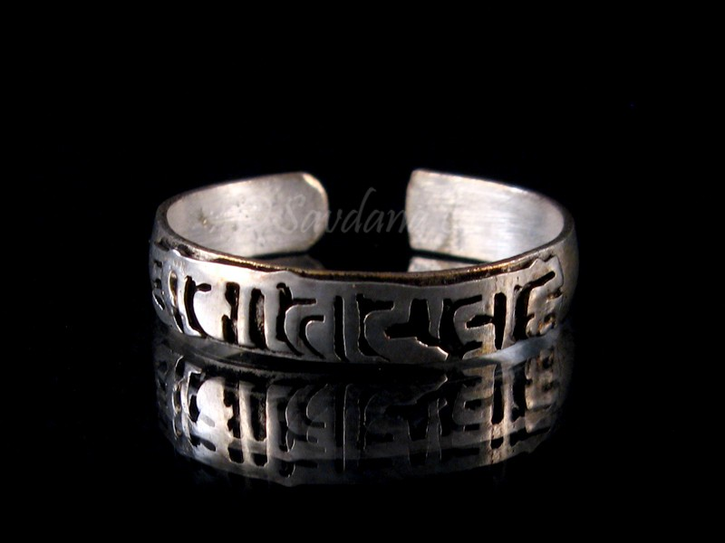https://www.savdana.com/7196-thickbox_default/bgd87-bague-tibetaine-metal-argente-mantra-om-mani-padme-hum.jpg