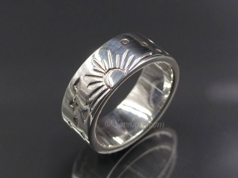 https://www.savdana.com/9425-thickbox_default/ba284-bague-tibetaine-en-argent-massif-soleil.jpg