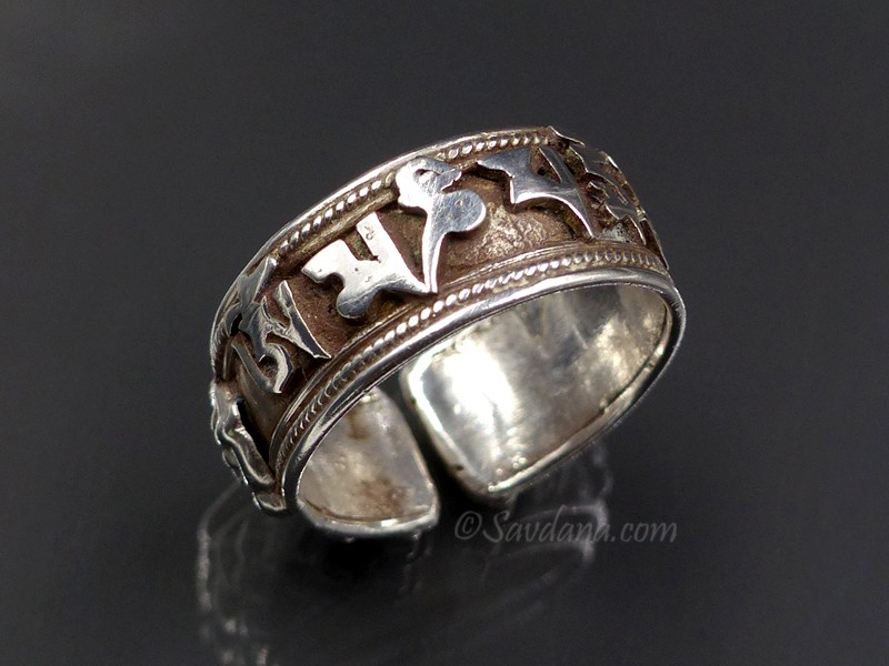 https://www.savdana.com/9526-thickbox_default/ba325-bague-tibetaine-bouddhiste-argent-massif-mantra-dorje.jpg
