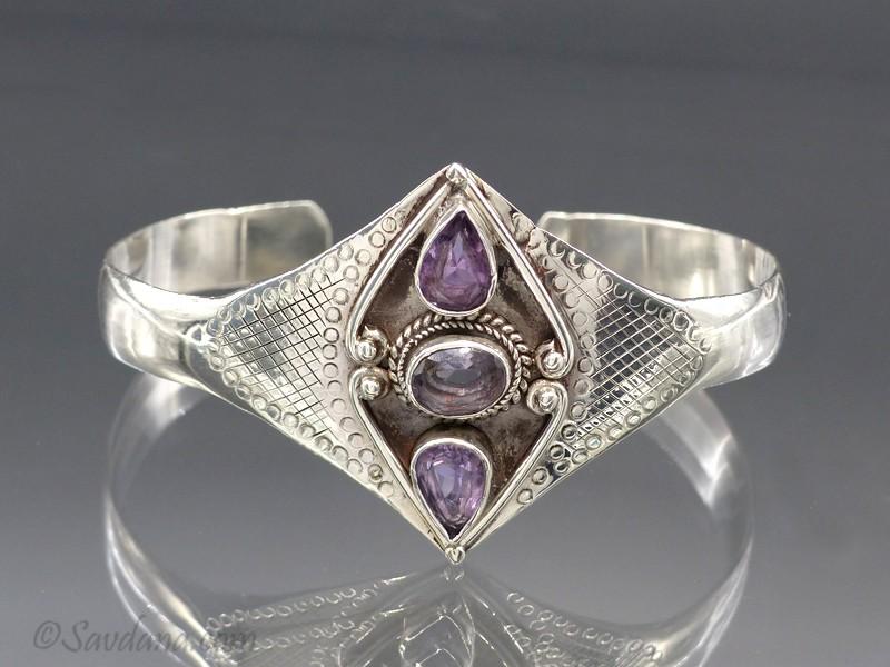 https://www.savdana.com/9701-thickbox_default/bra56-bracelet-argent-massif-amethyste.jpg