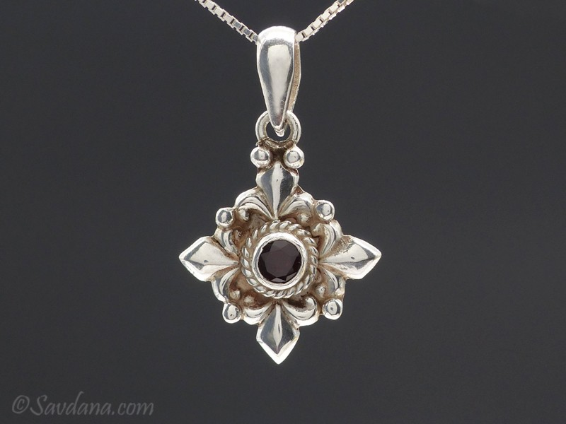 https://www.savdana.com/9954-thickbox_default/pa239-pendentif-argent-massif-grenat-bijou-argent-pendentif-lapis-lazuli-bijou-nepal-bijou-lapis.jpg